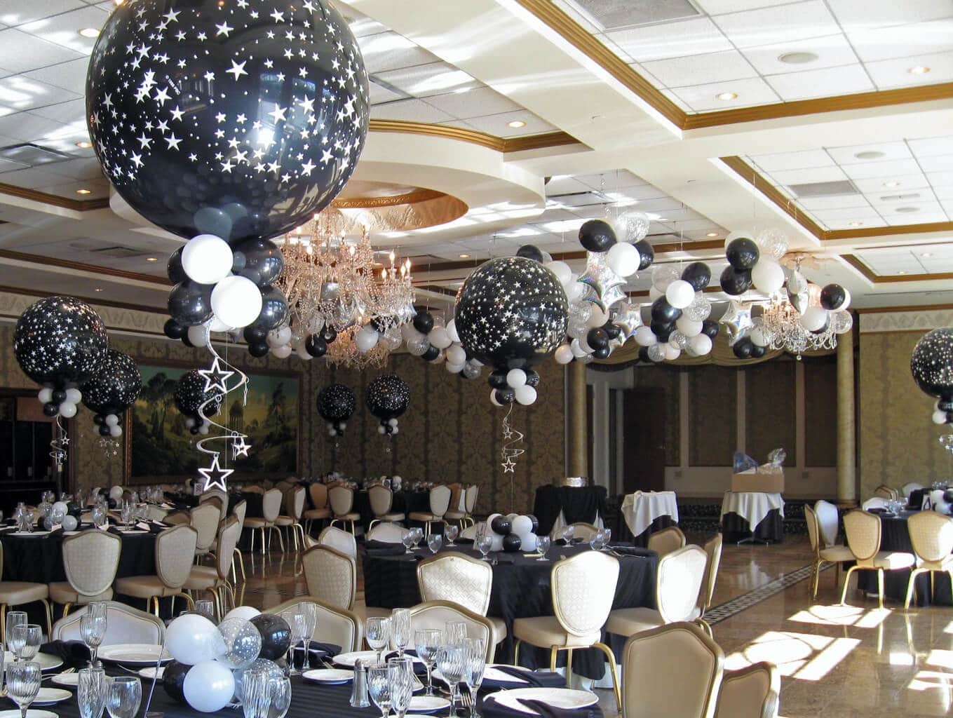Black And White Centerpiece : Balloon centerpieces artistry
