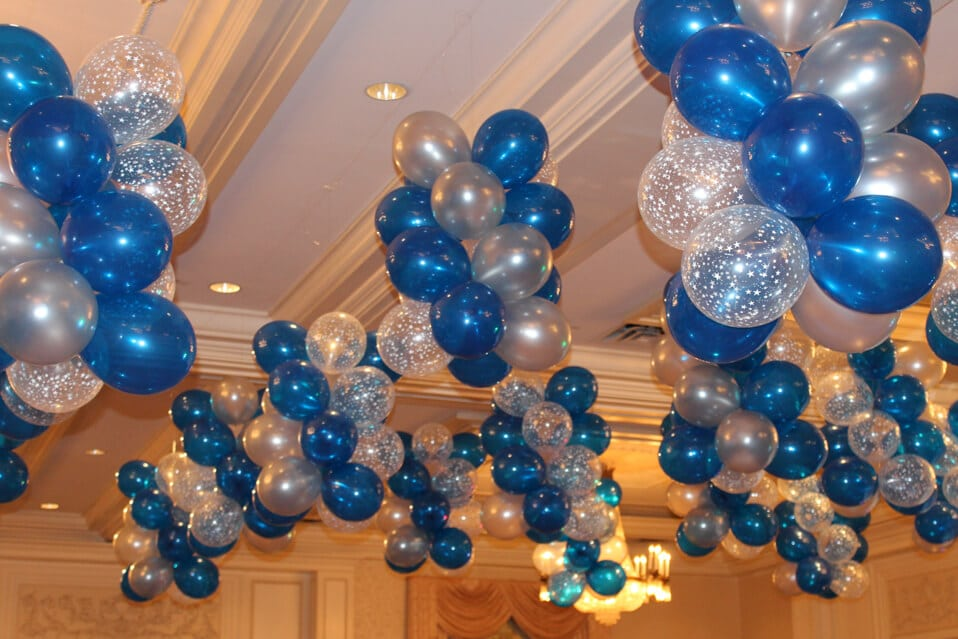 Ceiling d cor balloon artistry for Balloon decoration gallery